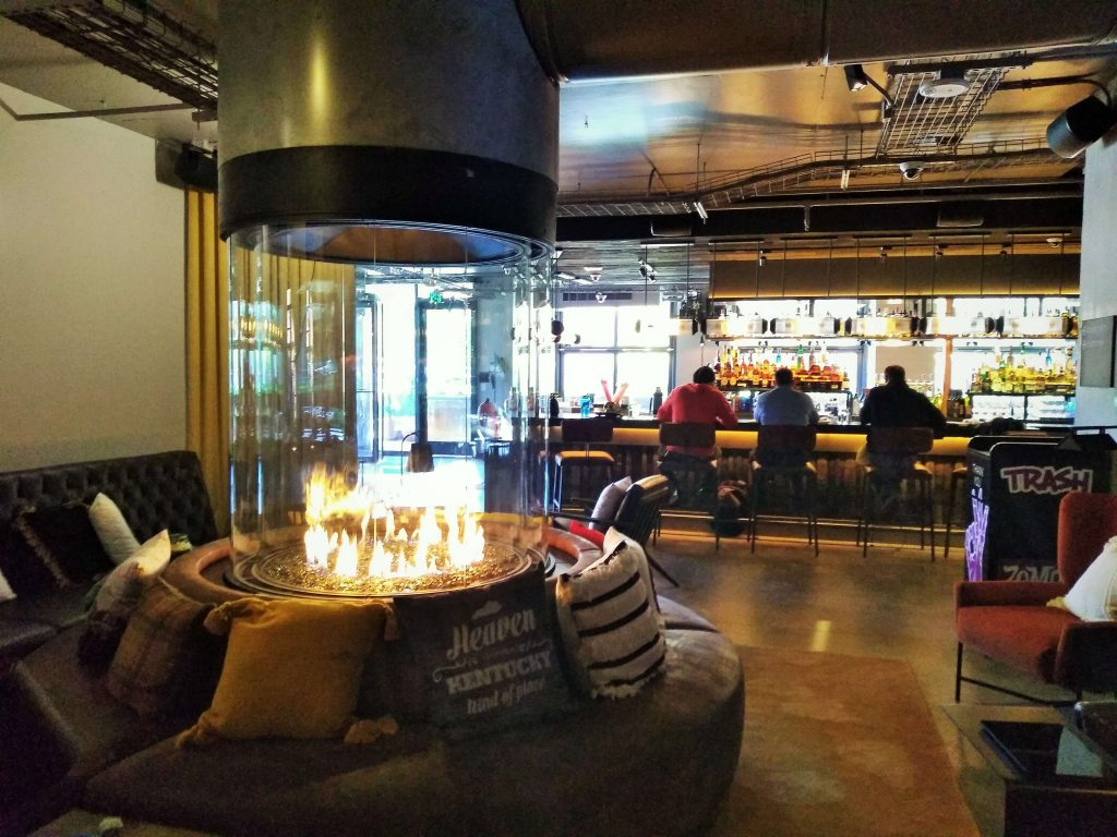 Acucraft Custom Circular Gas Fireplace with Glass Media